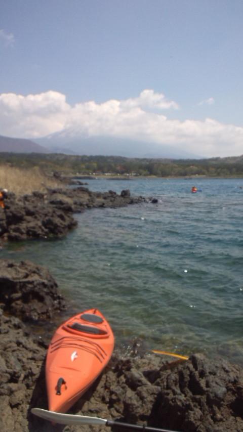 本栖湖でカヌー